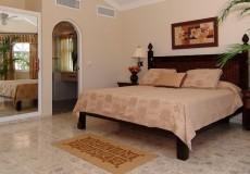 The Crown Villas Room